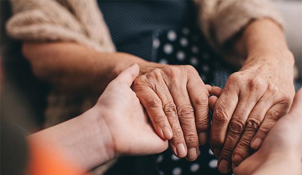 dotyk spájajúci generácie